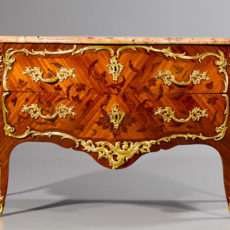 A Louis XV ormolu‐mounted bois statiné kingwood and bois de bout marquetry commode