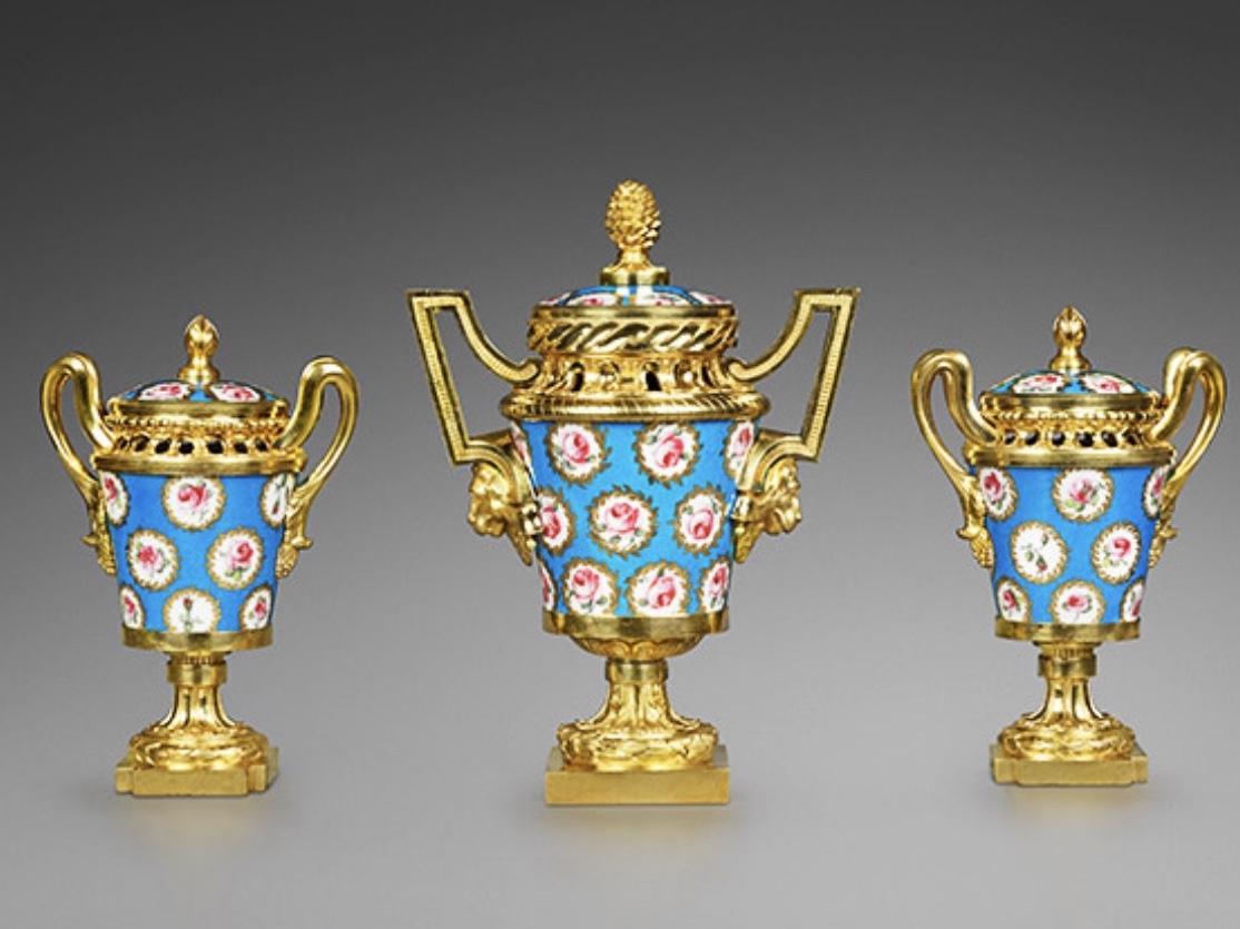 Pot-Pourri Vases